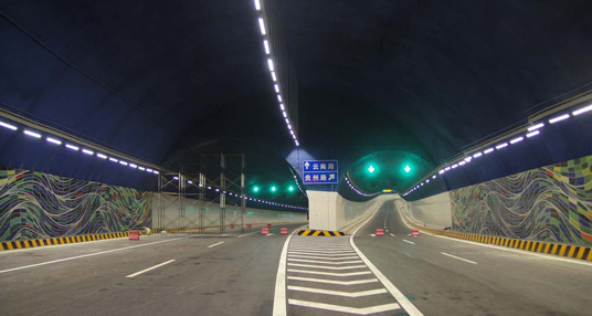 青岛胶州湾海底隧道 2011年